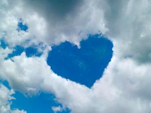 heart-shaped-cloud-formation-detlev-van-ravenswaay